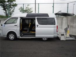 トヨタ バン CBF-TRH200KKAI                                                                             2011年7月