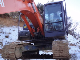 HITACHI Excavators ZX200-3                                                                         2010